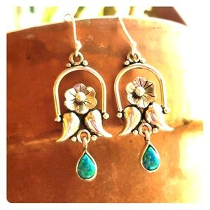 Beautiful new 925 stamped silver and opal earings.